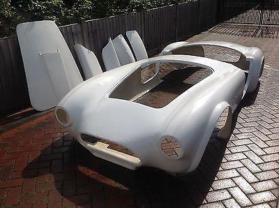 eBay: AC Cobra, 289 FIA  Bodyshell  Kitcar unfinished