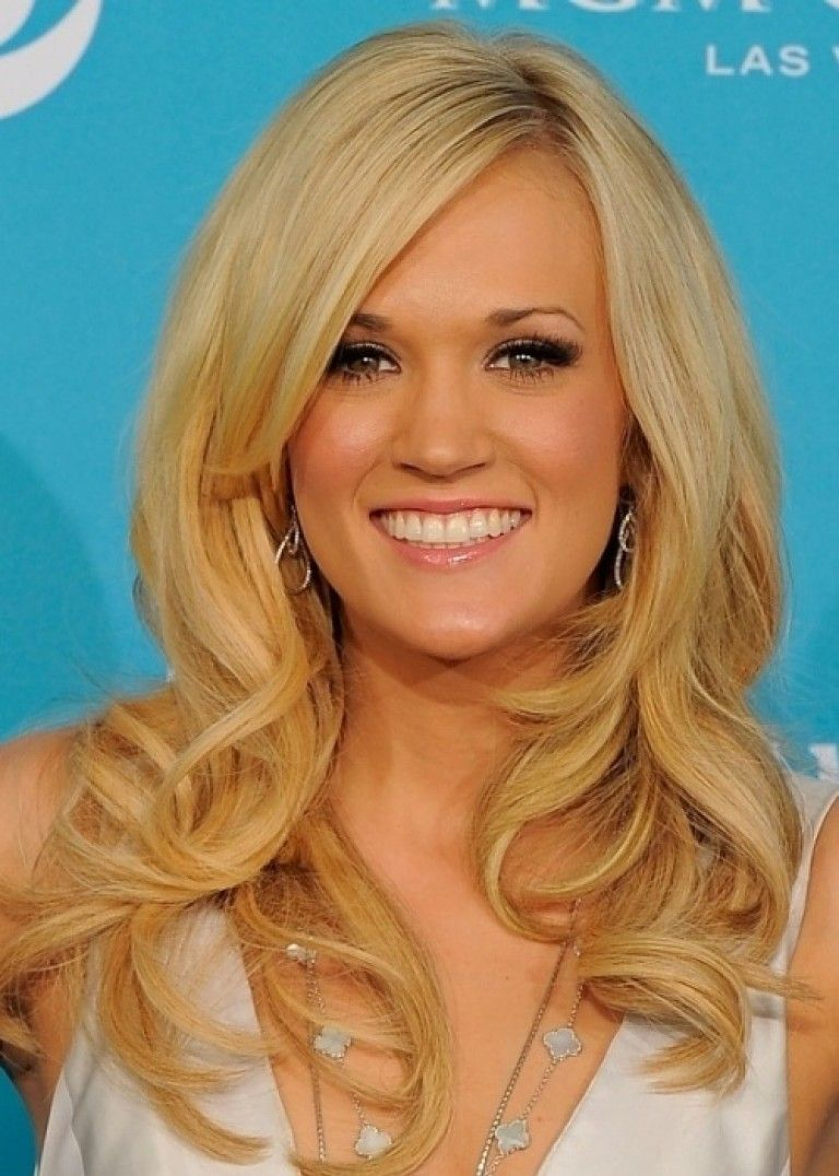 Carrie Underwood Layered Hairstyle with Side Swept Bangs pics