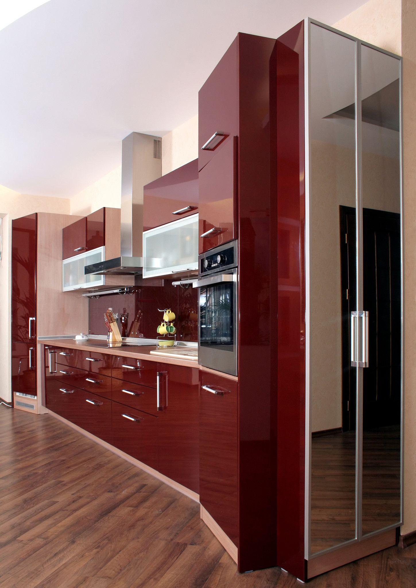 מטבחים בסטייל יוקרתי in 2020   Red kitchen cabinets ...