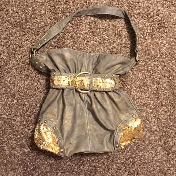Purse Purse still in good condition no stains tears or holes. Bags