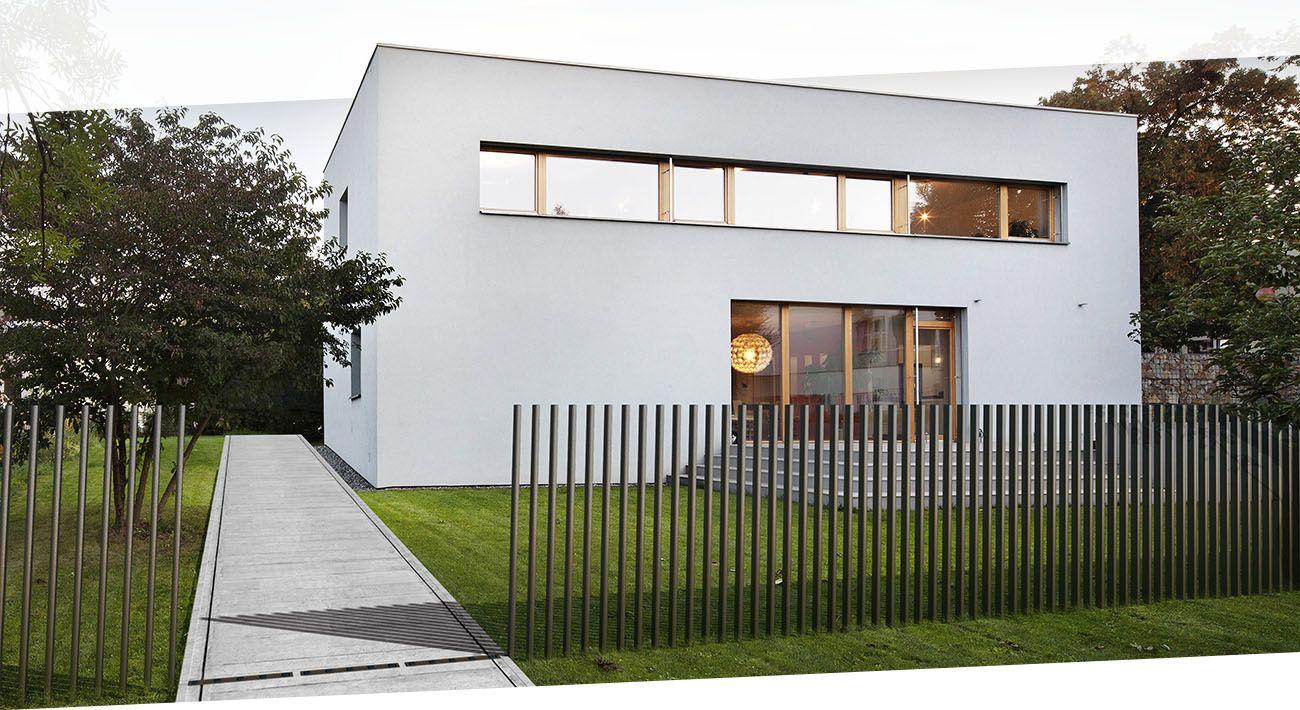 Fancy Fence abgesenkt Gate über Firma