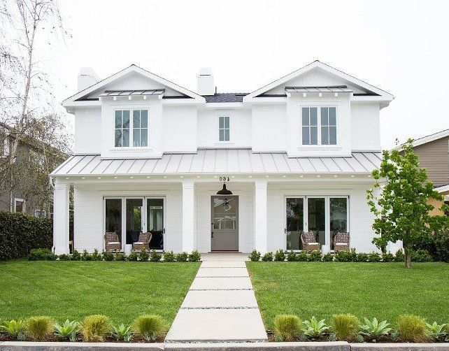 Fachada blanca con techo y puerta grises asi es mi casa for Ideas para techos exteriores