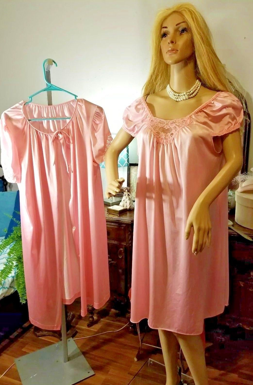d83c074963 VINTAGE Lorraine PEIGNOIR ROBE LACE NIGHTGOWN SET small PINK sexy shiny  soft pvt