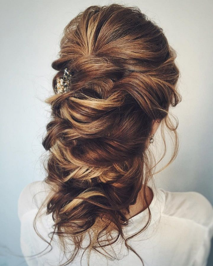 Long and Loose romantic wedding hairstyles | fabmood.com #bridalhair #weddinghairstyle #weddinghairstyles #longhair