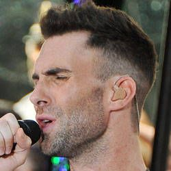 Men S Haircuts On Adam Levine Of Maroon 5 Haircuts For Men New Men Hairstyles Boy Hairstyles