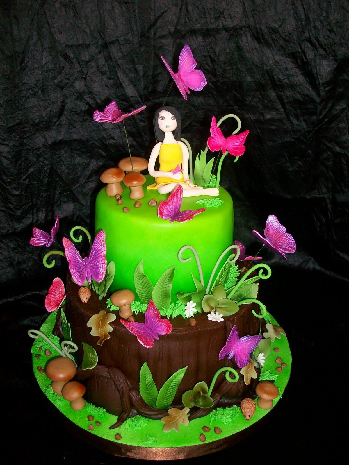 Really like the forest feel of this butterfly garden cake