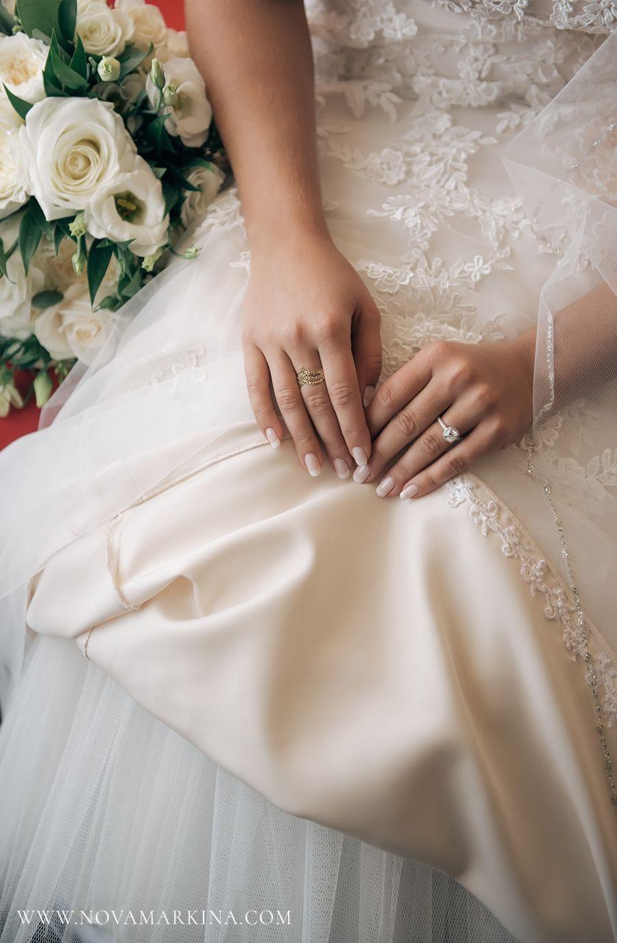 All the little details classic timeless bride bridal portrait