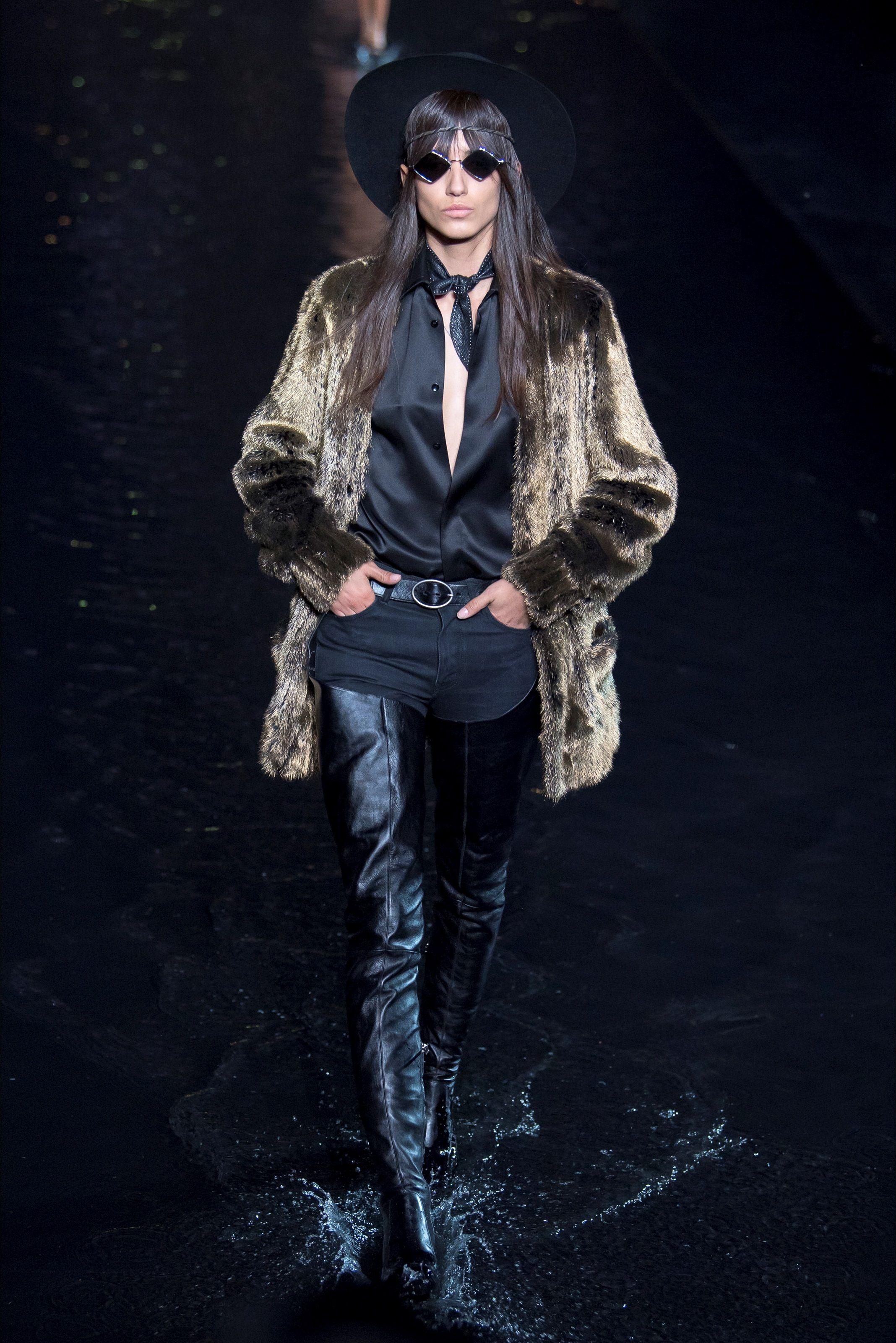 Sfilata Saint Laurent Parigi - Collezioni Primavera Estate 2019 - Vogue 9aacafcc04b