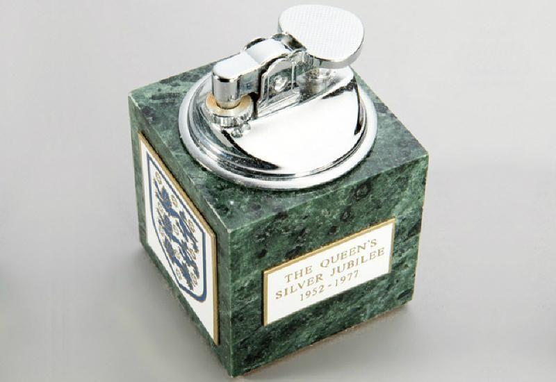 1977 Football Association Table Cigarette Lighter | Other Football Memorabilia | Football Memorabilia