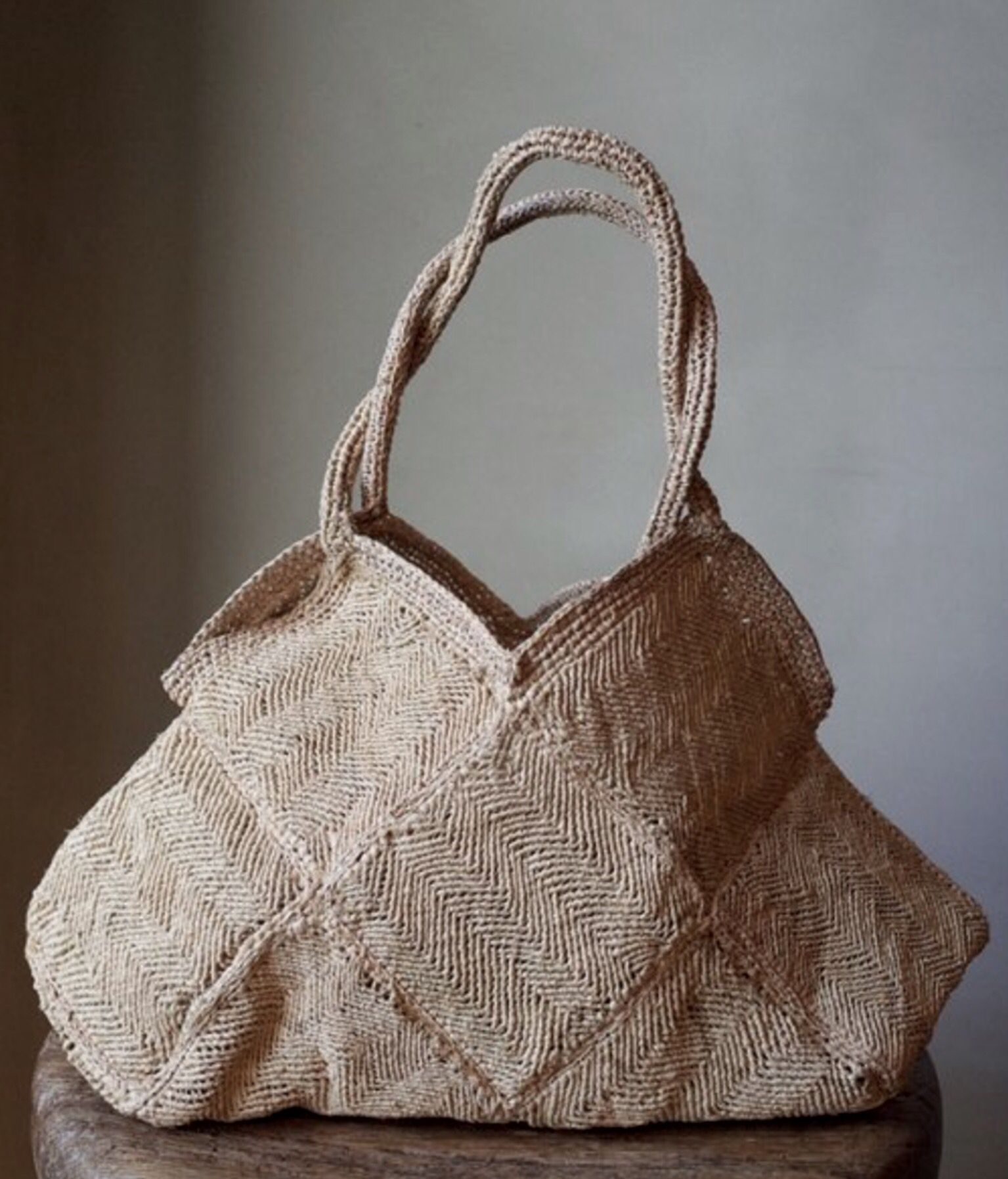 geometric natural fiber bag. could be knitted with linen ...