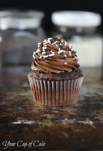 Easy Chocolate Cupcakes (includes sour cream in batter)