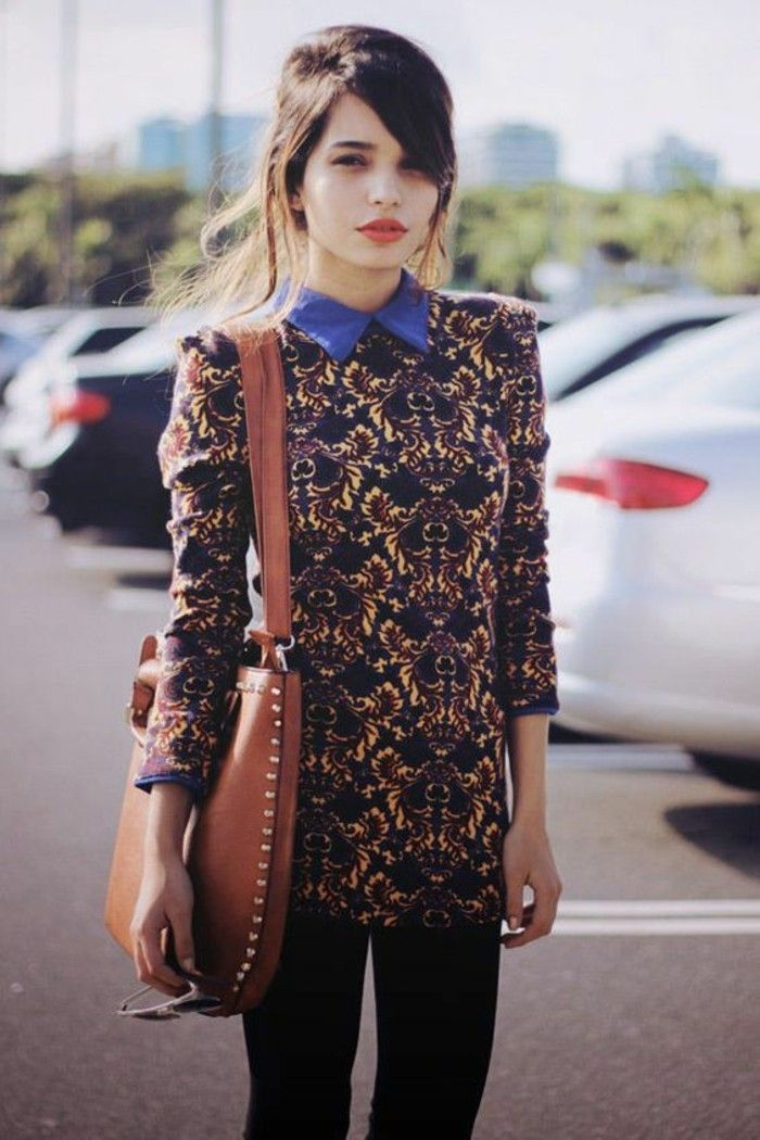 un chic rétro, slim noir et chemisier femme col claudine, blouse imprimée à  col bleu 8d88b0a55610