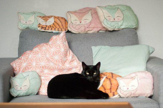 Retro Cat pillow orange/yellow L van KellyvanKrieken op Etsy