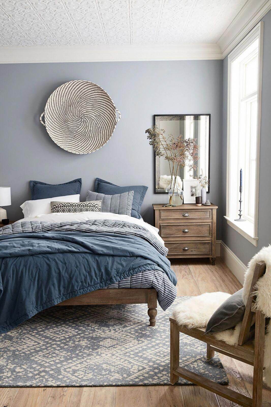 Your Bedroom Needs To Be Cozy And Inspiring So Minimalist Our Contemporary Here You Find A Master Bedrooms Decor Master Bedroom Interior Small Master Bedroom