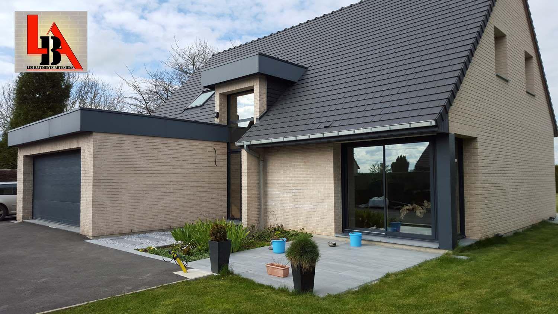 Top Maison brique contemporaine tuile terre cuite noire menuiserie alu  RW97