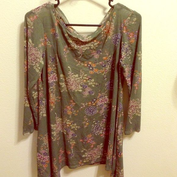 """""""Pan"""" Style Tunic Scoop neck, long sleeved tunic. Longer on both sides, when paired with a skinny belt and leggings--makes a super cute """"Peter Pan"""" style outfit. Tops Tunics"""