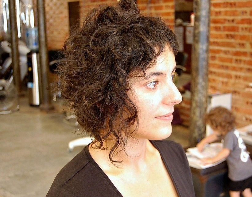 de moda peinado corto y rizado
