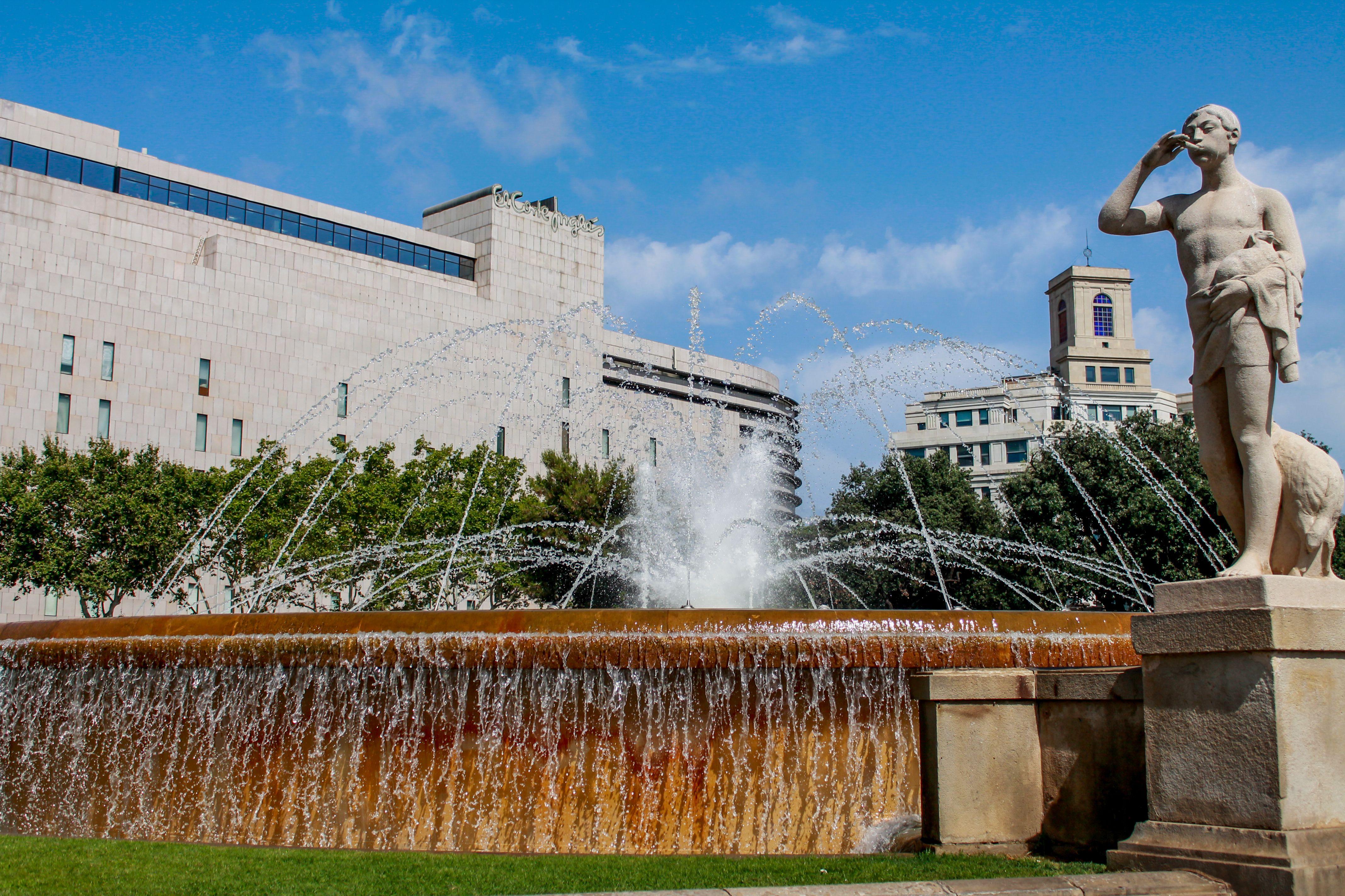 Fountain on Plaça de Catalunya. #placadecatalunya # ...
