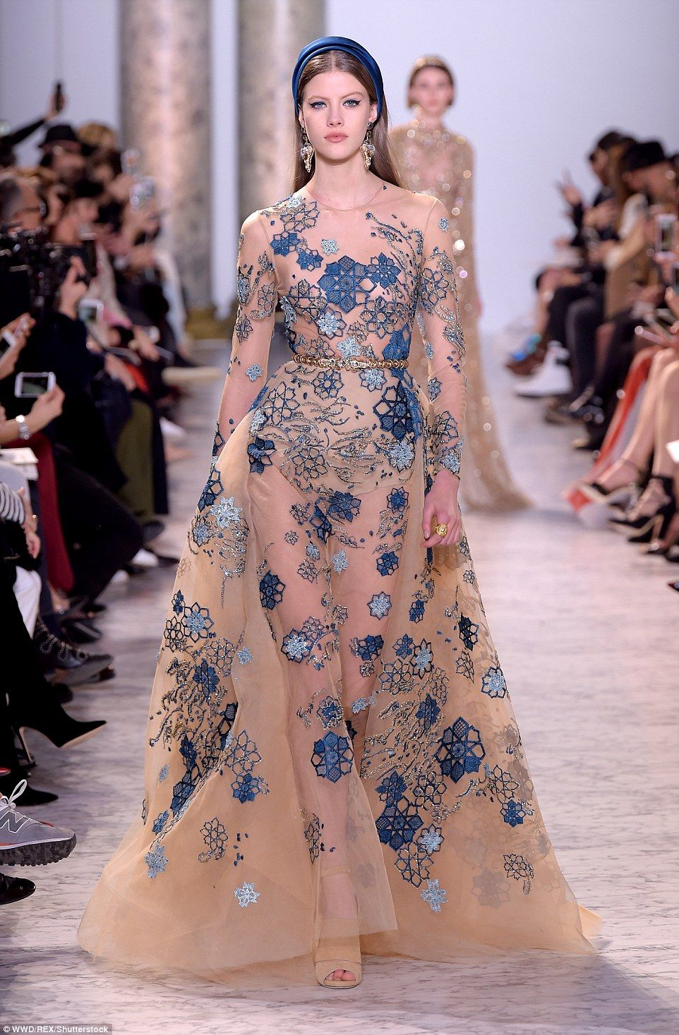 Elie saab wows with fairytale dresses at paris haute for Where to buy haute couture dresses