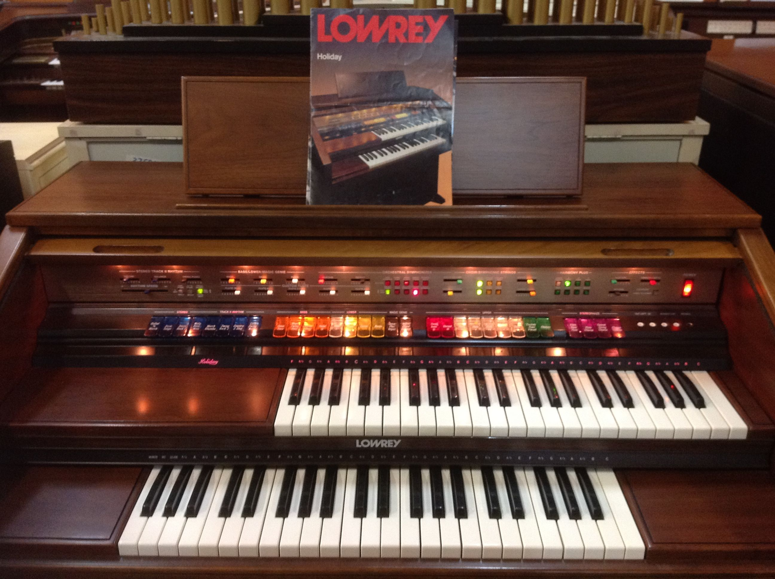 Lowrey holiday d350 organ this model is one of our for Classic house organ sound