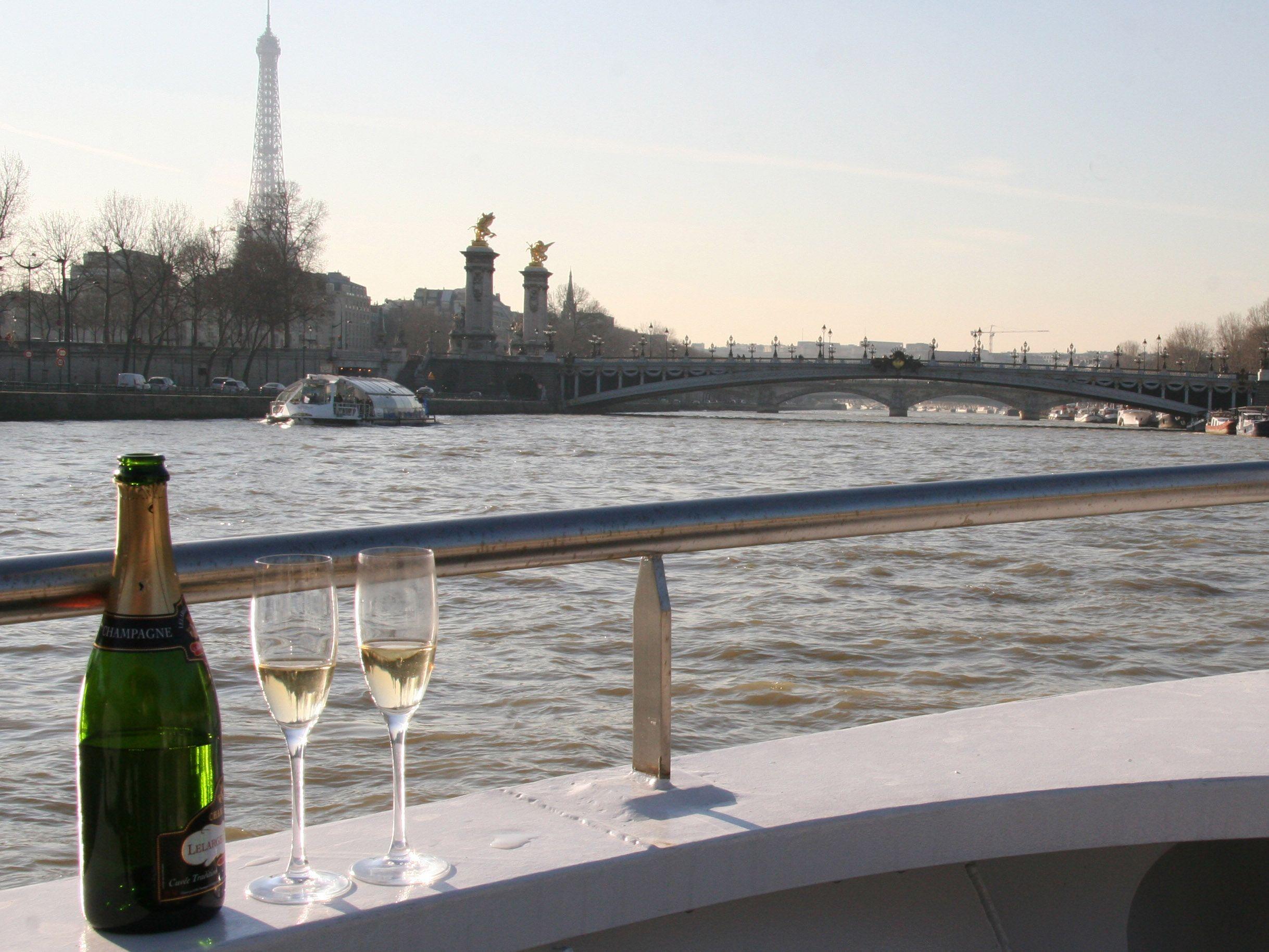 Champagne Cruise Paris