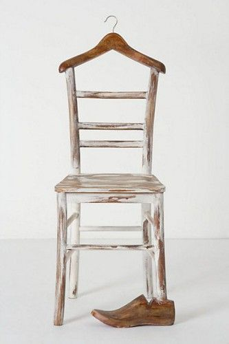 le valet de nuit au go t du jour bois d tourn chaises. Black Bedroom Furniture Sets. Home Design Ideas
