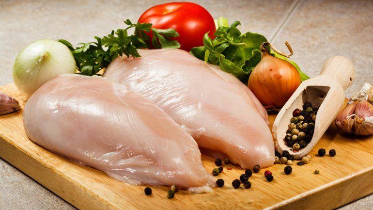 Cinco alimentos que no se deben recalentar y por qué. Pollo, arroz, papas y otros.