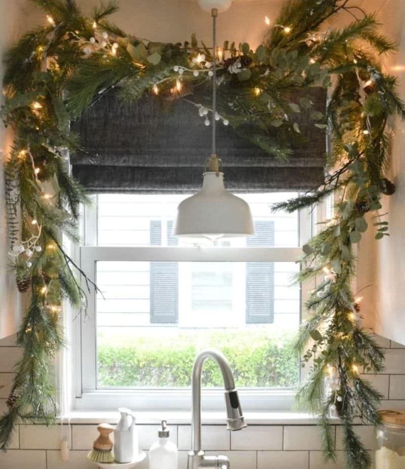 Easy And Inexpensive Christmas Window Decoration Ideas Homecrux Window Decor Christmas Kitchen Decor Christmas Window Decoration