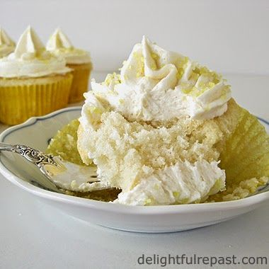 Wonderful White Cupcakes / www.delightfulrepast.com