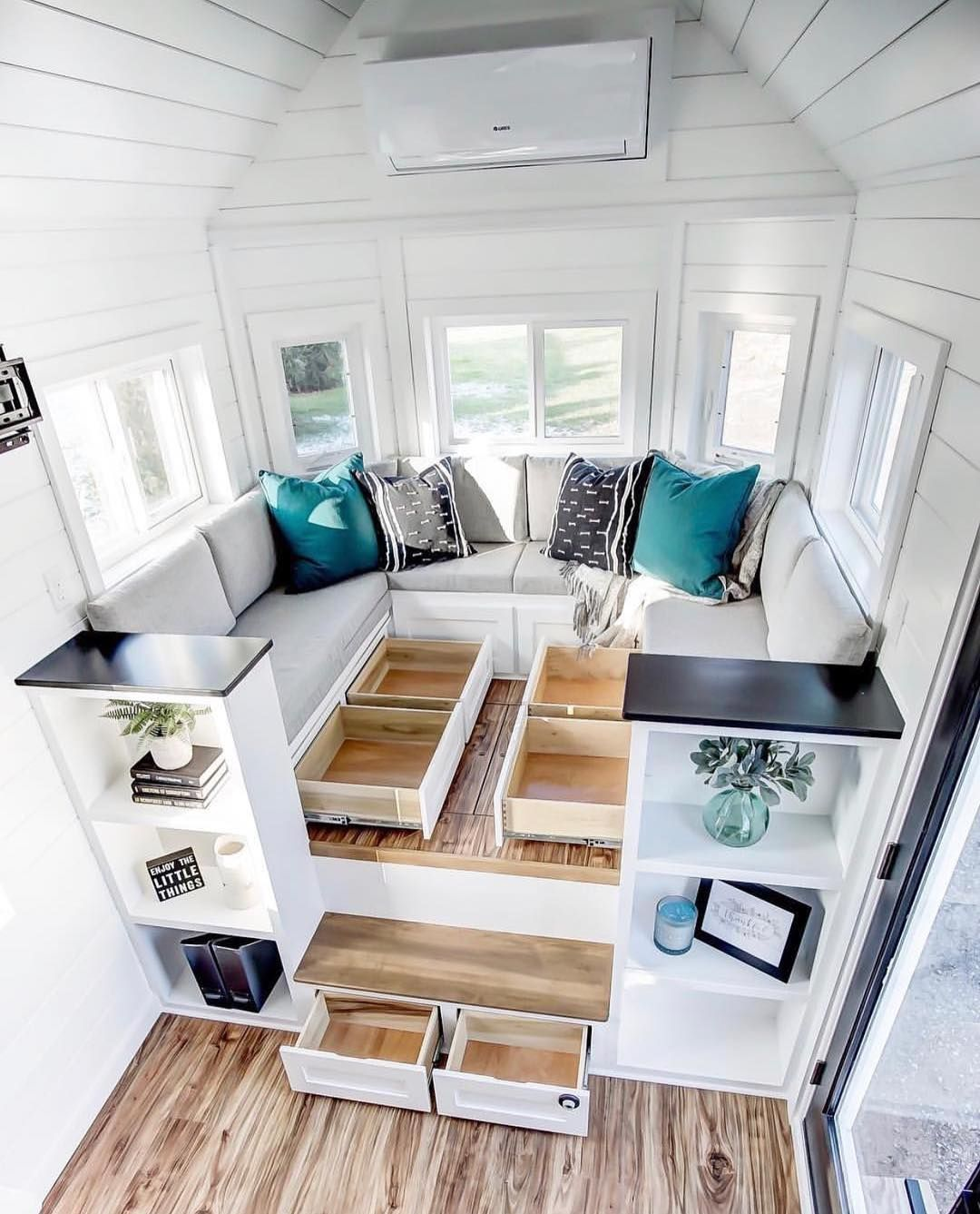 Start Using These Interior Decor Tips To Brighten Up Your Home And Give It New Life Home Designi Tiny House Plans Tiny House Interior Design Tiny House Design