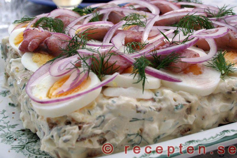 Sillt�rta - Enkelt recept p� en supergod sillt�rta med matjesill. L�tt att g�ra. Perfekt till p�sk, midsommar eller annat tillf�lle!