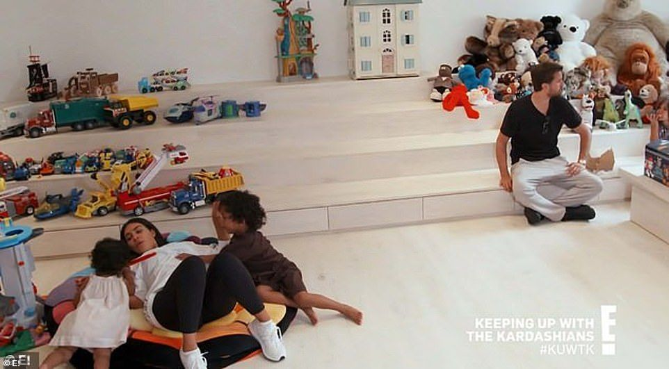 Inside Kim Kardashian S Minimalist Mansion With Kanye West In 2020 Kim Kardashian Home Kardashian Kardashian Kids