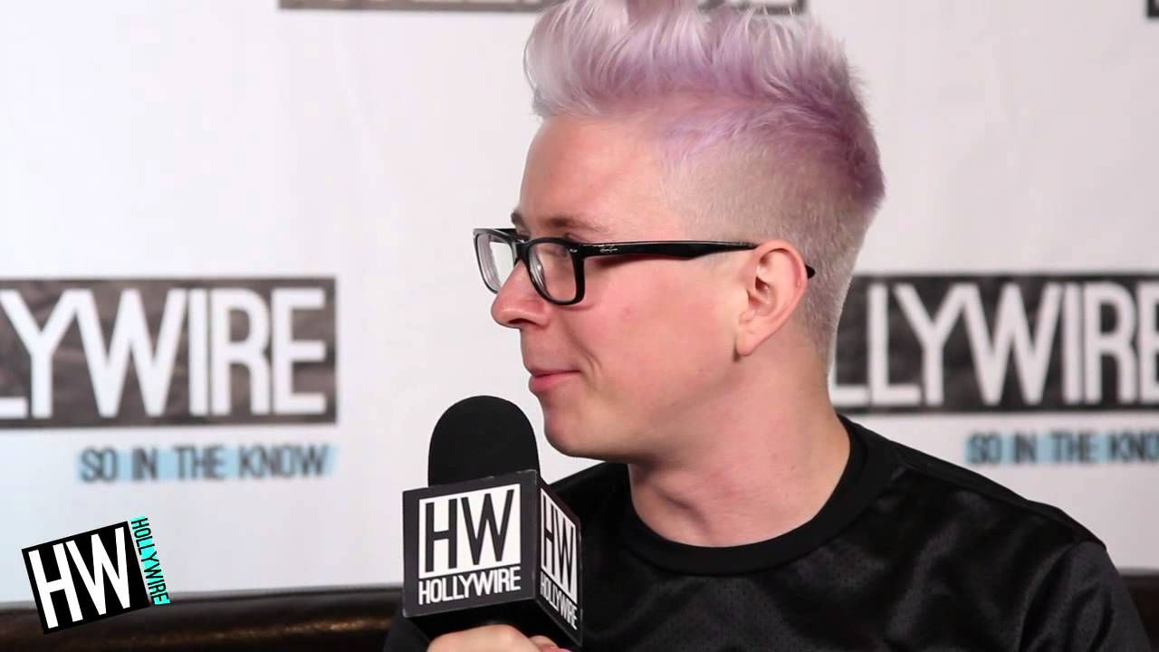 Tyler Oakley Reveals Secret Talent & Embarrassing Moment! (PLAYLIST LIVE... part 1 I love him