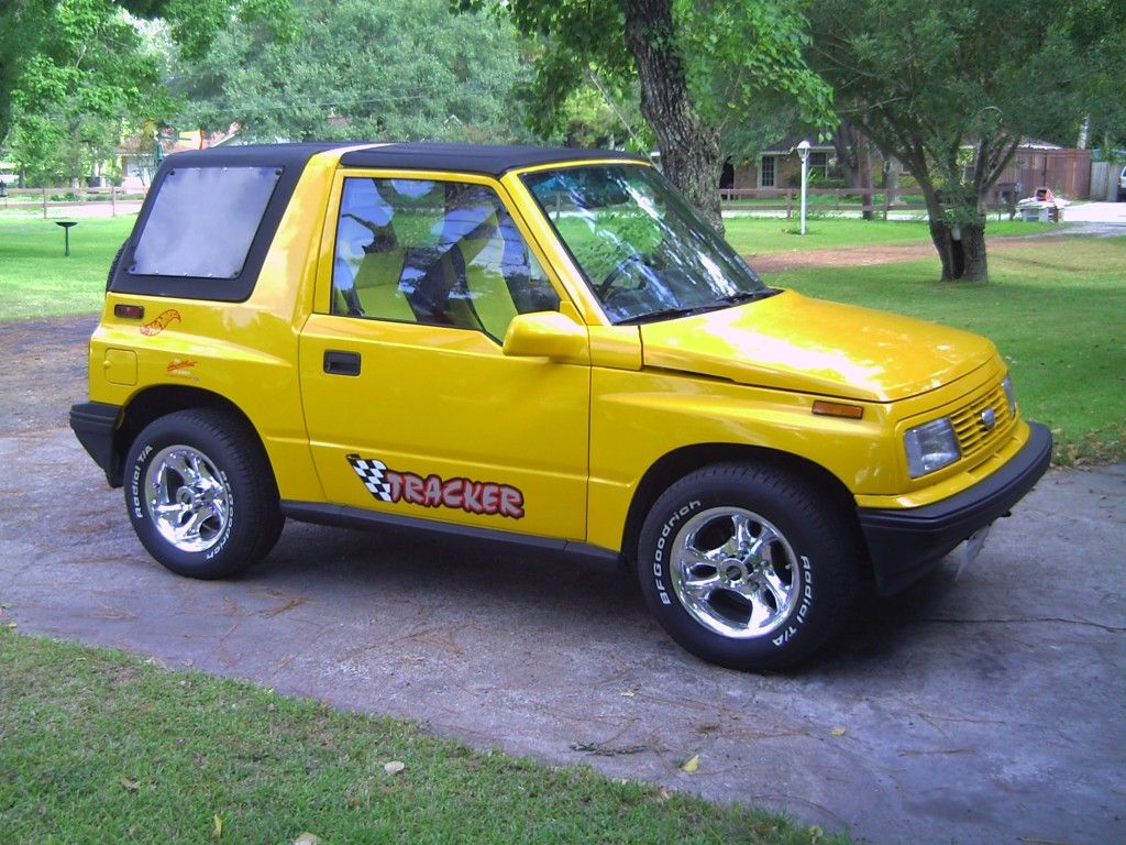 Geo Tracker Suv Yellow Color Suv Adventure Car Tracker