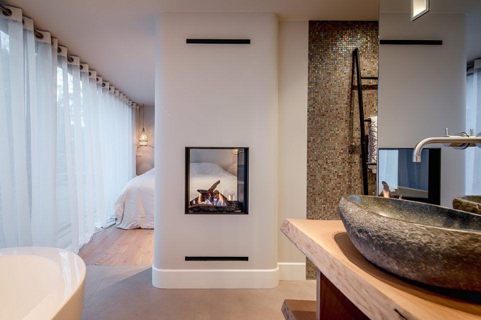 Luxe Slaapkamer Interieur : Luxe slaapkamer inrichting met open haard istra