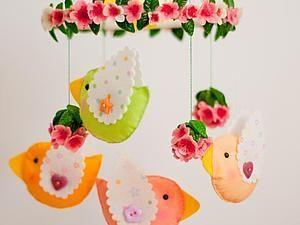 Декоративный мобиль из фетра для детской комнаты | Ярмарка Мастеров - ручная работа, handmade