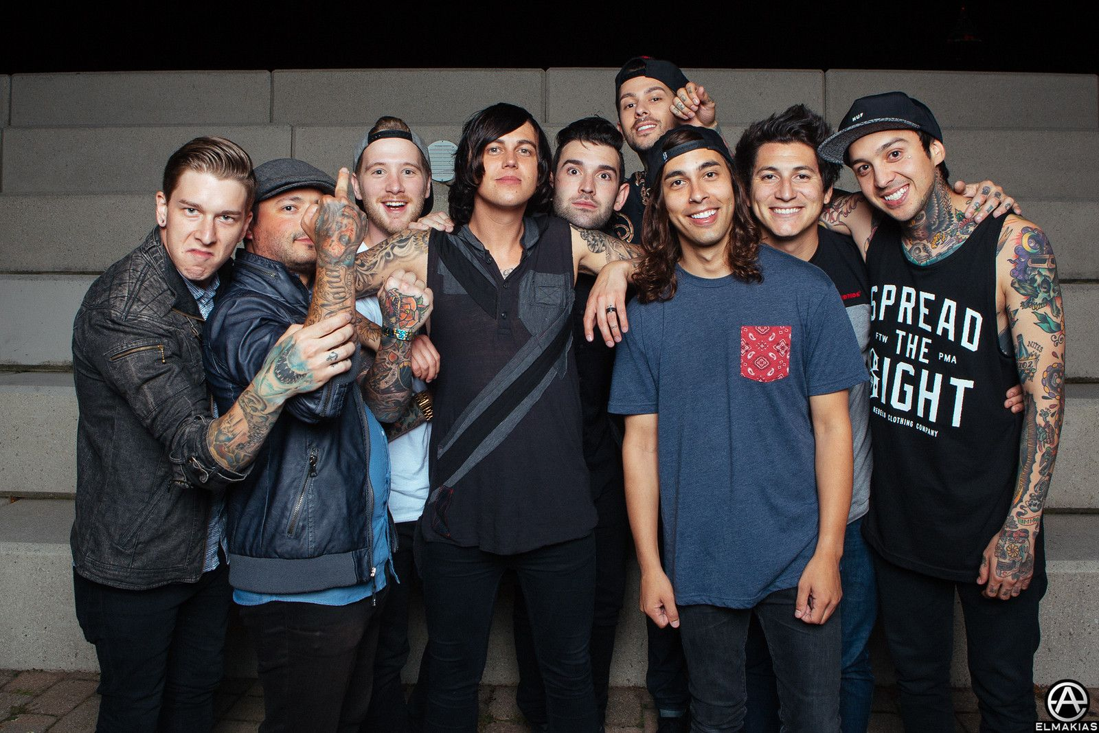 pierce the veil and sleeping with sirens candid photo from the world tour shoot adam elmakias oh my word pierce the veil looks so adorable in this pic