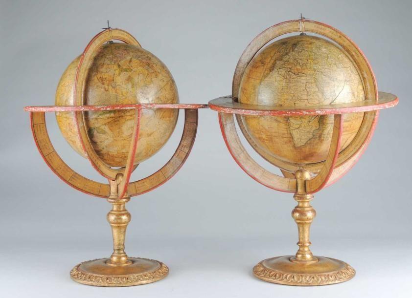 rare paire de globes terrestres et celestes en bois peint. Black Bedroom Furniture Sets. Home Design Ideas