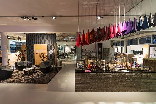 Discovering light - Shop - Blaha Office showroom, Korneuburg ...
