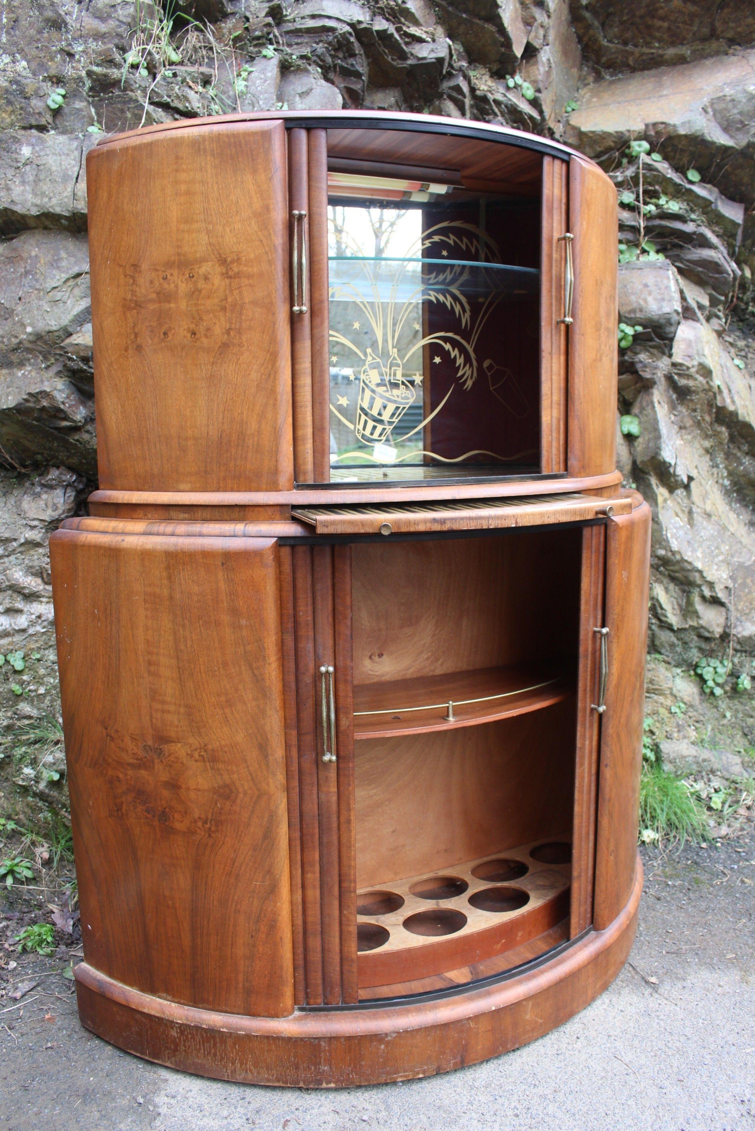 A Pale Walnut Art Deco Stepped Tail
