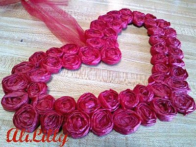 Tissue paper rosette wreath. Similar to the felt and fabric ones out there. Like to try my hand at this sometime.