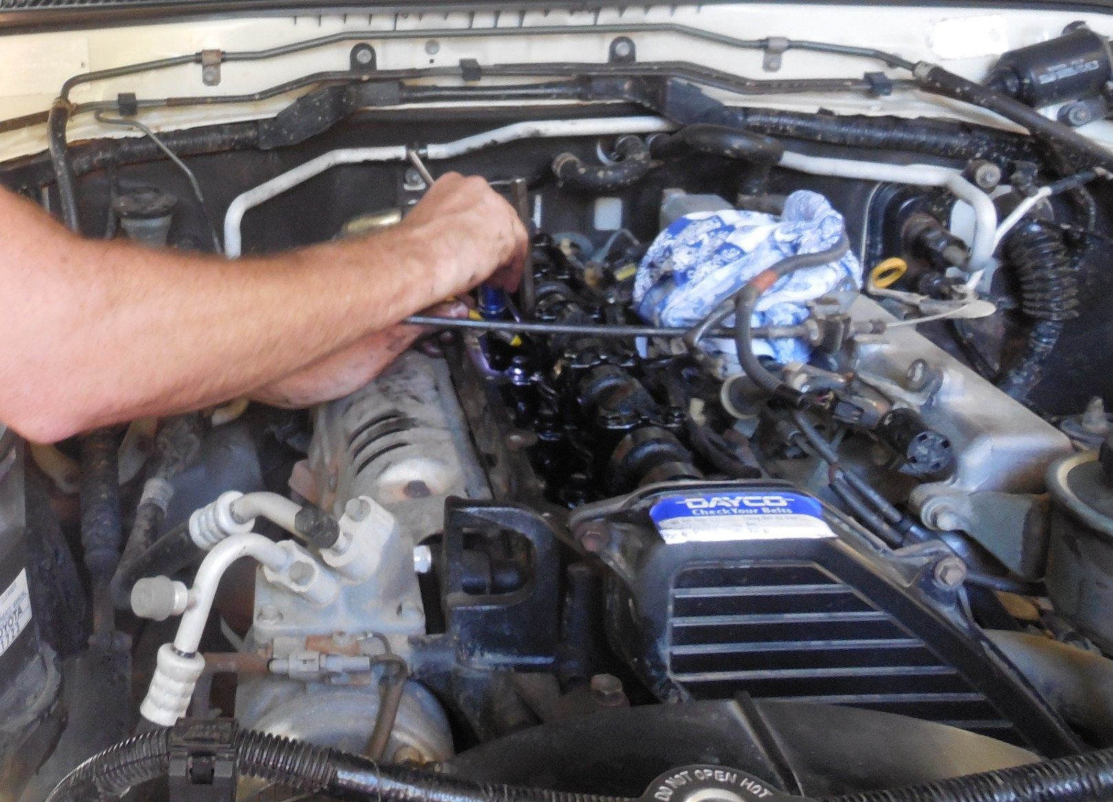 Using T&E tool No 88250 for removing Toyota 1HZ/1HDT valve shims