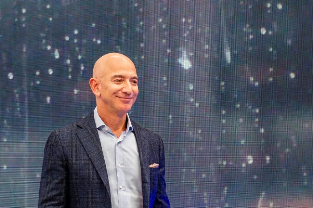 In Global Economic Turmoil Jeff Bezos Is Getting Richer Icon In 2020 Jeff Bezos Bezos How To Get Rich