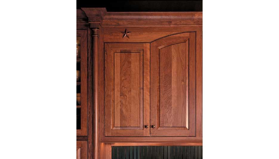 Traditional Nutmeg | Crystal Cabinets
