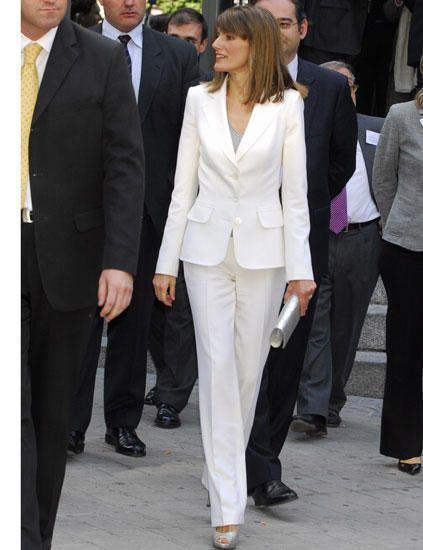 Vestido sastre moderno para dama - Imagui  9ccc3ab60533