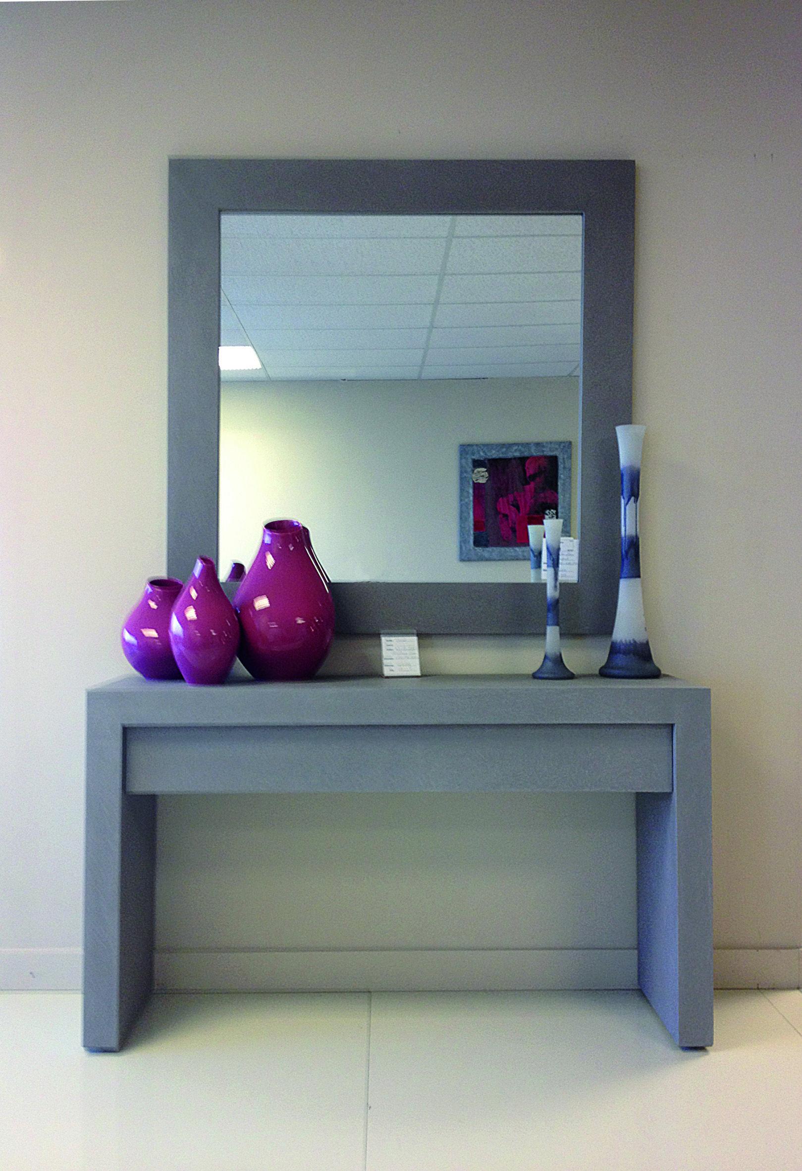 Console D Entree Avec Son Miroir Sur Mesure Pour Une Entree Accueillante Et Moderne Decor Home Decor Entryway Tables