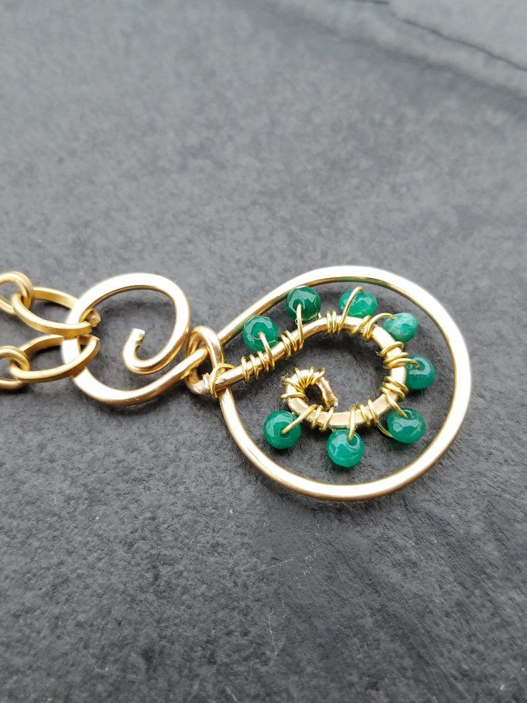 This green jade gold necklace is made using a wire wrapping technique. Materials: 18g artistic wire gold chain 3mm green jade *Packaging Your green jade necklace will be packed in a gift box. Because