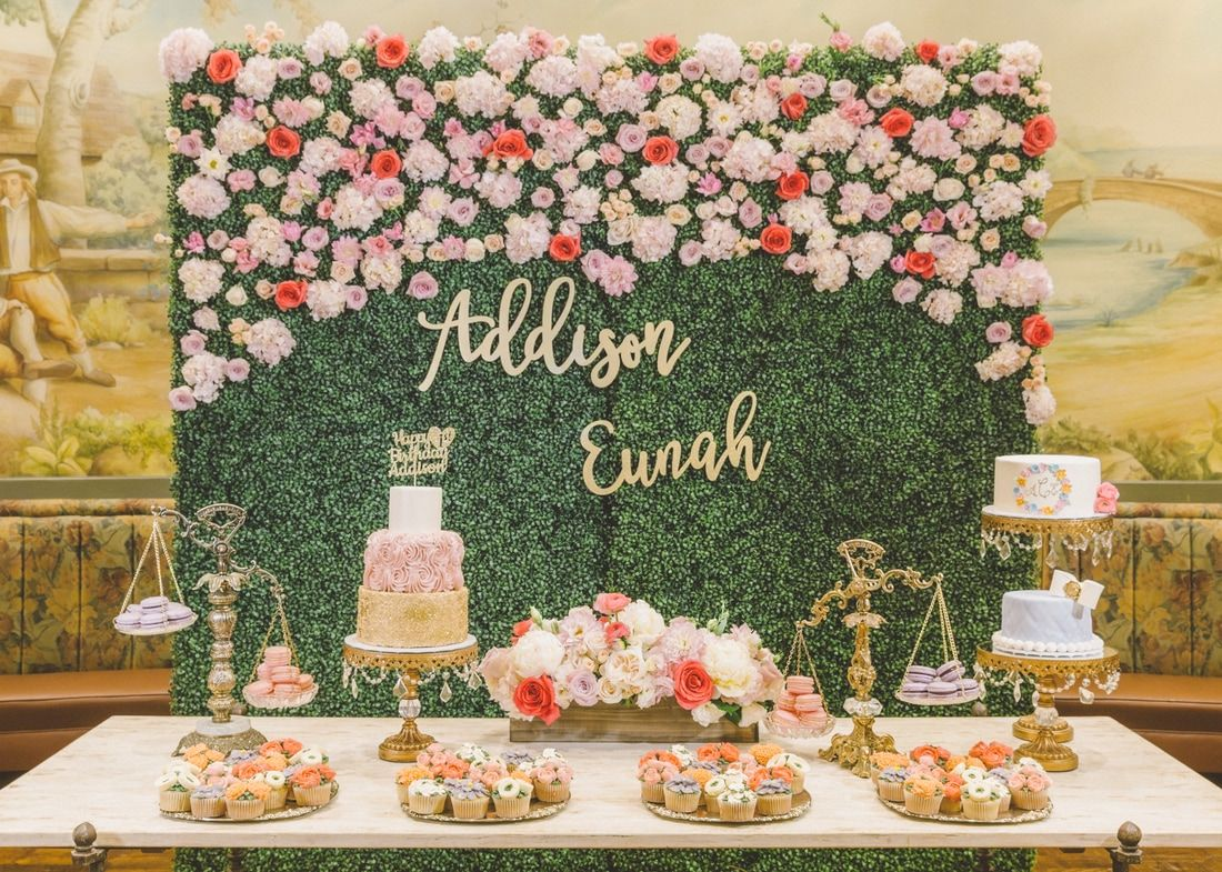 Hedge wall dessert table baby 39 s first birthday dohl for Table design for 1st birthday