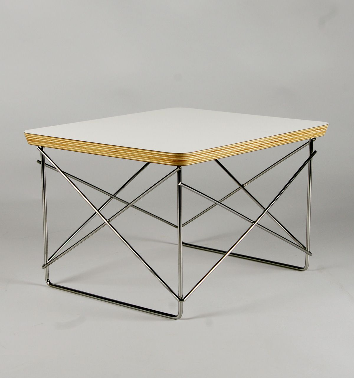Charles & Ray Eames Mid century modern table
