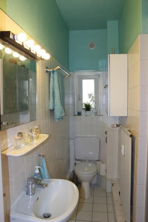 Kleines, aber feines Bad in schönem blaugrünem Farbton. Wohnung in ...